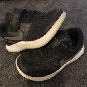 Nikes size 9t